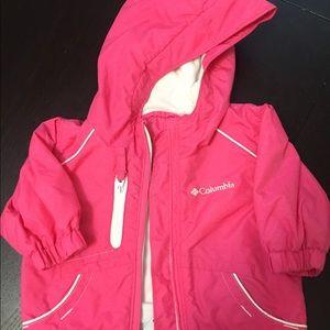 6M Columbia rain jacket with pockets